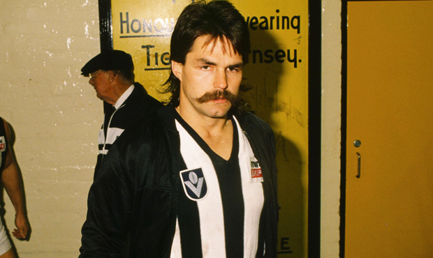 David Cloke was one of several players to swap a yellow sash for Black and White stripes during the 1980s.