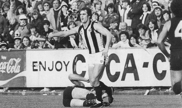 Alex Jesaulenko lays prone on the Princes Park wing after being cleaned up by Collingwood strongman Stan Magro on 9 June 1979. Image via blueseum.org