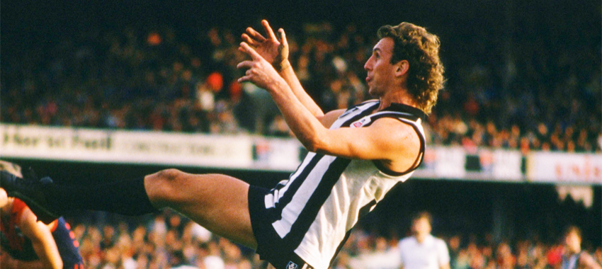 Peter Daicos leaps for a mark in a 1989 VFL match against Melbourne.